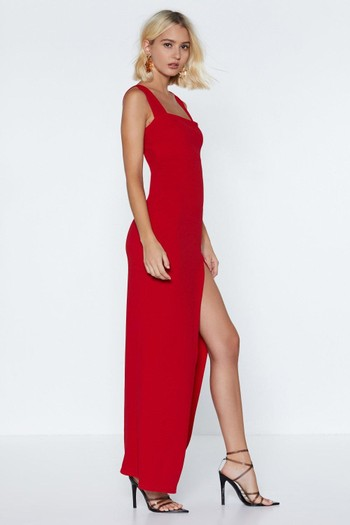 797afea2390b Like this black halter neck midi dress – how chic. Our this simple red dress