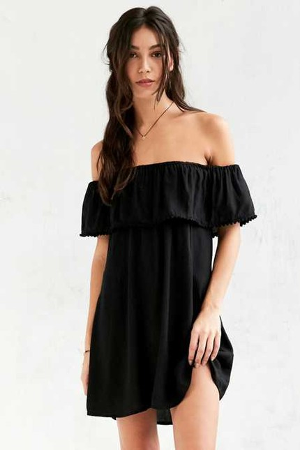40eba7397fb3ce What do you guys think about the off the shoulder trend  Have I convinced  you yet ! Tell me your thoughts in the comments!