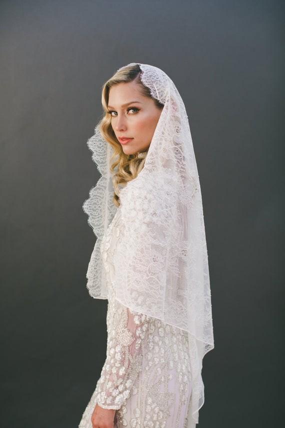 16 wedding veils editors etsy picks