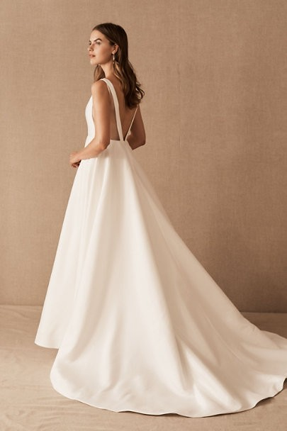 With So Many Dresses To Choose From One Wonders Whether 3 Dress Changes On The Day Will Be Possible We Hope That Our List Of Beautiful Backless Wedding