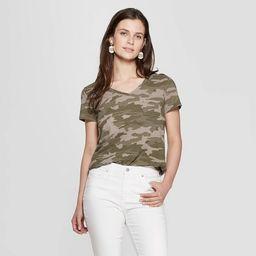 Women's Camo Print Short Sleeve V-Neck Monterey Pocket T-Shirt - Universal Thread™ Green | Target