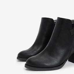 v-cut bowery boot   Express