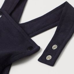 Overall sweatshorts in soft, organic cotton fabric. Adjustable straps with snap fasteners at fron... | H&M (US)