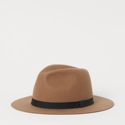Sturdy hat in felted wool with a band. Width of brim 6.5 cm.   H&M (UK, IE, MY, IN, SG, PH, TW, HK, KR)