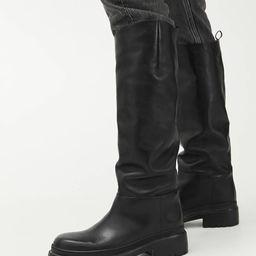 Klobige Lederstiefel mit hohem Schaft | ARKET