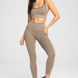 ACTIVE ESSENTIAL RIBBED LEGGING| CAMEL003 | Good American