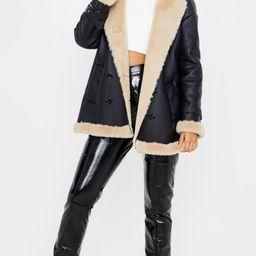 Manteau style vintage en similicuir noir à bord fausse fourrure | Pretty Little Thing (FR)