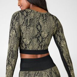 Take your workout look to the next level with this fierce top, featuring a jacquard snake print i...   Fabletics