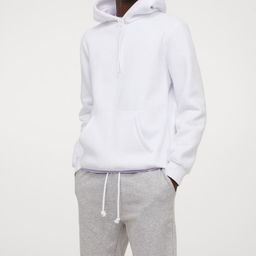 Sweatshorts in a cotton blend. Elasticized waistband with drawstring, side pockets, and an open b...   H&M (US)