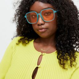 Bexx Oversized Square Sunglasses   Urban Outfitters (US and RoW)