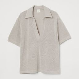 Top in soft, fine-knit slub yarn. Collar, V-shaped opening at front, and short sleeves.   H&M (US)