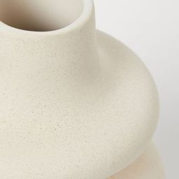 Large vase in glazed ceramic. Inner diameter at top approx. 2 1/4 in., diameter at widest point a...   H&M (US)