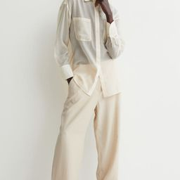 Pants in a woven viscose and linen blend. High waist, covered elastic at back of waistband, zip f...   H&M (US)