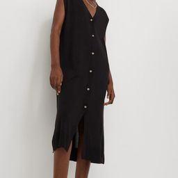 Sleeveless, calf-length dress in a soft, fine-knit viscose blend. V-neck, buttons at front, and s...   H&M (US)