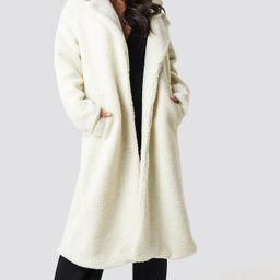 Dilara x NA-KD Teddy Maxi Coat - White | NA-KD Global