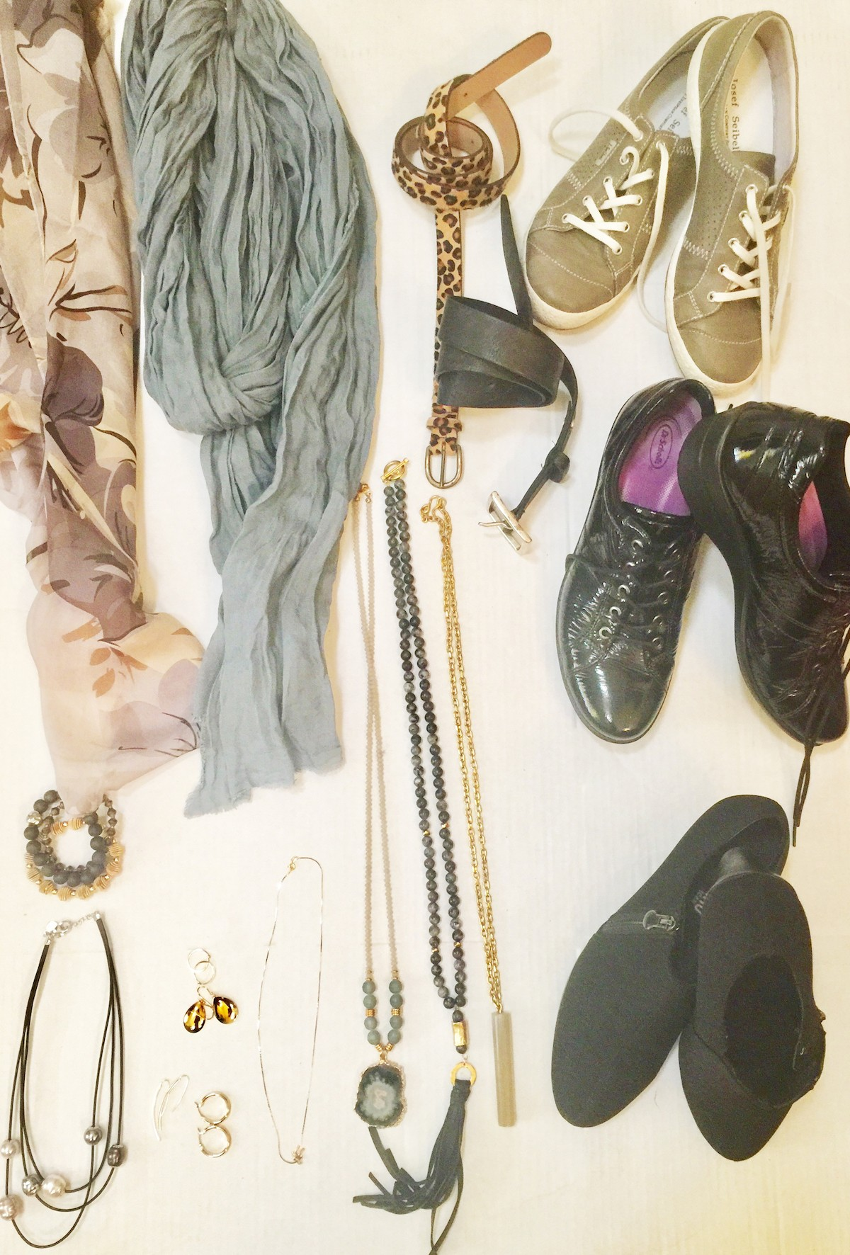 bd51d4aac32d3 Let's talk specifics on accessories: think minimalistic. You don't need to  pack every scarf and necklace you own, but you do need to pack your  accessories ...