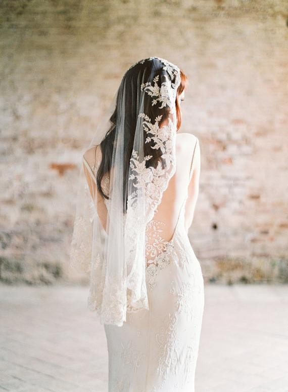 36 classic and beautiful wedding veil styles for every bride timeless elegance mantilla lace veils junglespirit Image collections