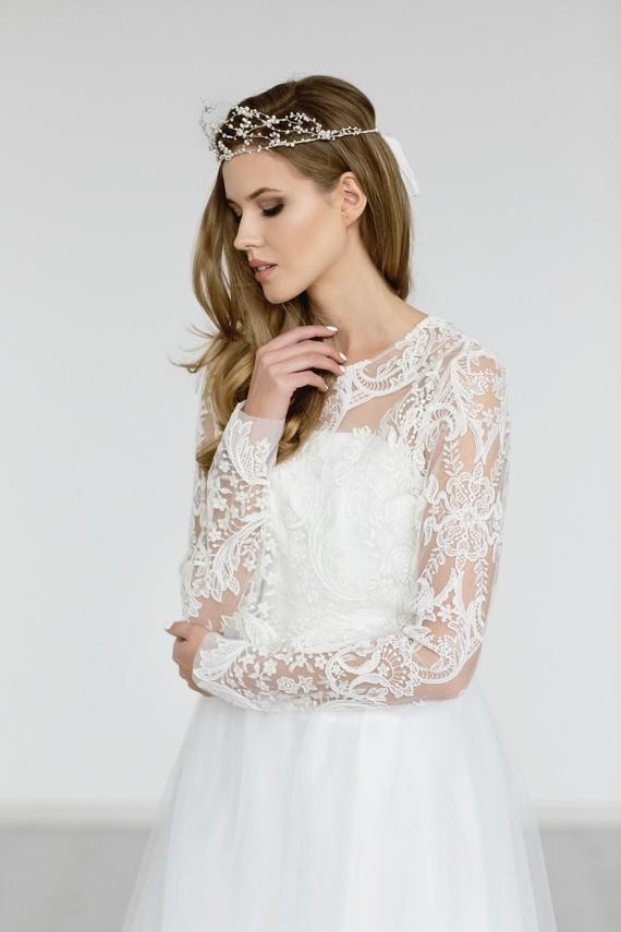 Pretty ways to keep the bride warm 21 chic bridal cover ups there are many beautiful ways to cover up your shoulder and fight off the chill here are some handpicked styles we absolutely love that will keep you junglespirit Gallery