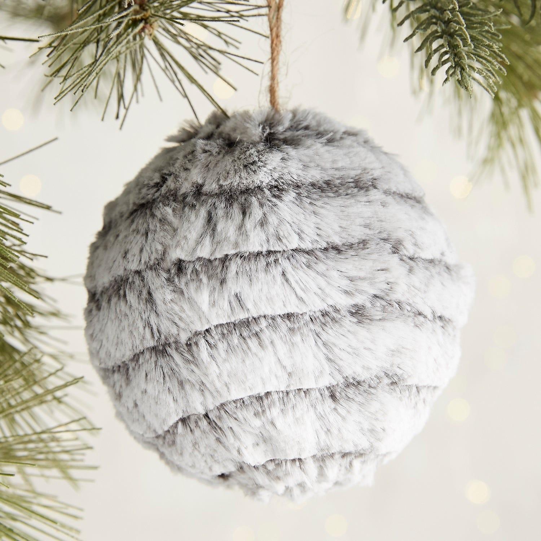 seasonal style} Beautifully Kid-Friendly Christmas Decor | Blue i ...
