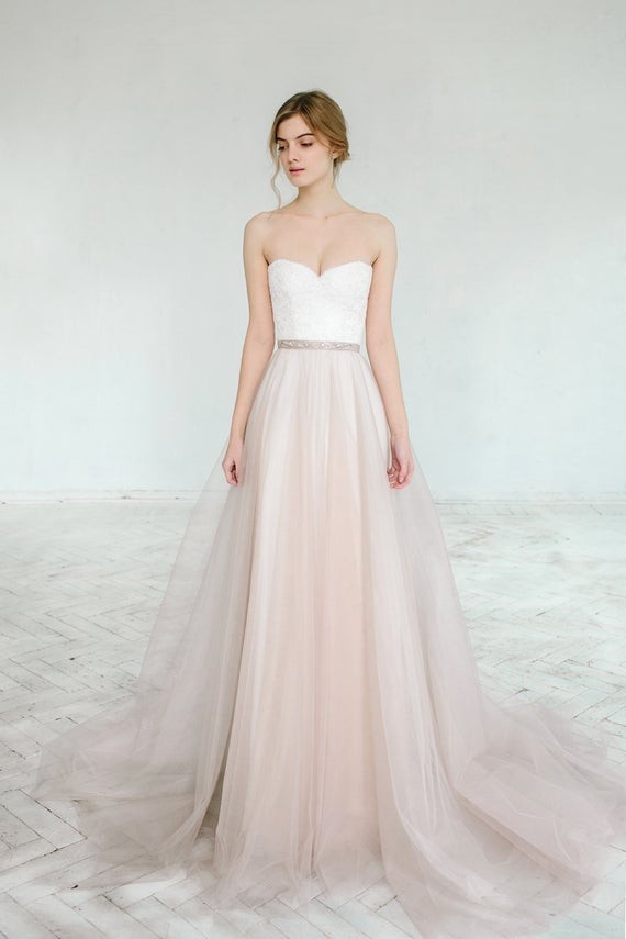 20 Ultra Chic Wedding Dresses For The Modern Romantic Bride