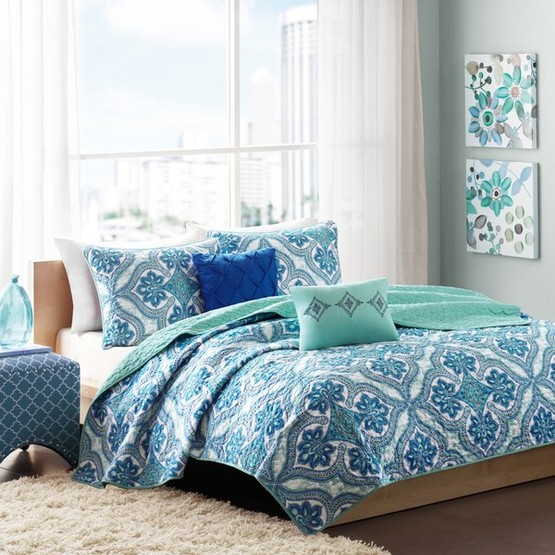 How To Decorate Your Master Bedroom On A Budget The Happy Housie