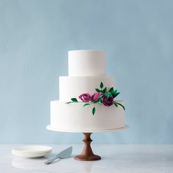 Which Style Of Etsy Wedding Cake Stands Best Fits Your Day Looking For More The Finds Check Out These Round Ups