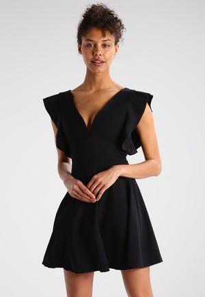 3c5c874851b2d9 Deze little black dress past het beste bij jouw figuur - MonStyle