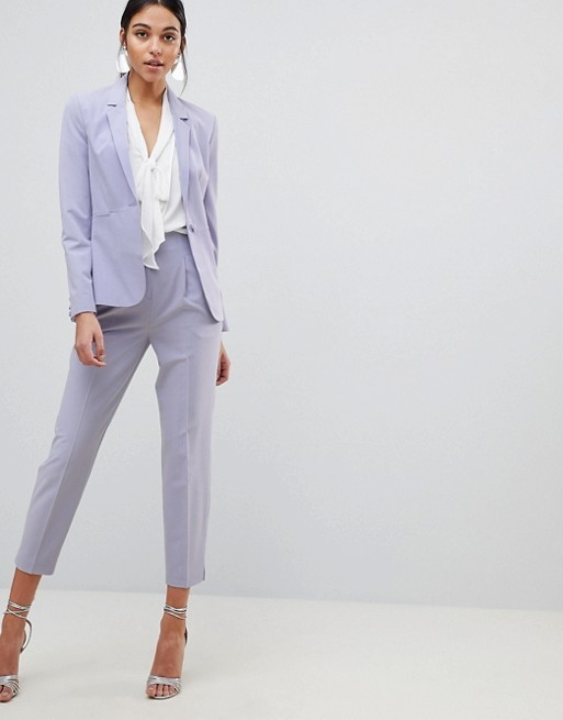 Street style  si estás buscando un traje 9f4bd05b81d