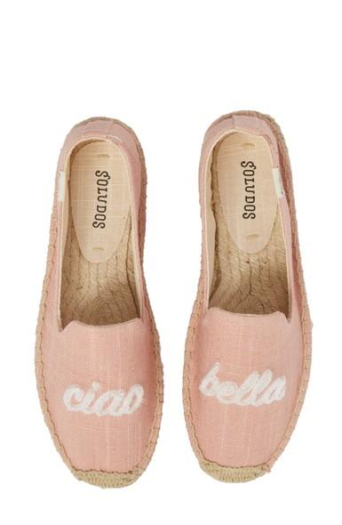c87ca9dd0fe Best Travel Shoes 2019 (Comfortable + Stylish!)