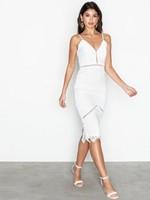 GUIDE  Hitta din perfekta studentklänning ⋆ ADARAS Blogazine 167859503aa67