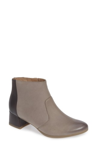 buy popular 69513 fe570 Stylish Comfort Shoes You Actually Want to Wear - The Mom Edit